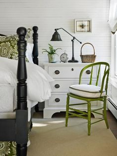Green and White House Decorating Ideas http://theinspiredroom.net/2015/04/06/freshen-up-for-spring-green-and-white/