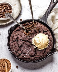 Fudgy Skillet Black Bean Protein Brownie (Vegan, Gluten-Free, Oil-Free) - One Green Planet Vegan Snacks, Vegan Desserts, Vegan Recipes, Vegetarian Cookies, Vegan Treats, Cooking Recipes, High Protein Recipes, Protein Foods, Black Beans Protein