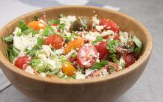 Skøn salat med tomat, blomkål og feta