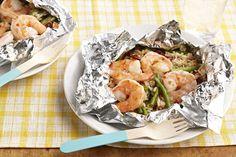 Pour ce plat savoureux, cuit en papillotes sur le gril et facile à nettoyer, on…