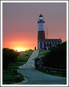 Long Island, New York *this is Montauk Point.the first lighthouse in NY state. the most easterly tip of Long Island. It's a long drive from one end of the Island to the other, but worth the trip. One of my fave places ~ L Long Island Lighthouses, Montauk Point, Long Island Ny, Beacon Of Light, East Coast, Places To See, Beautiful Places, Beautiful Lights, Around The Worlds