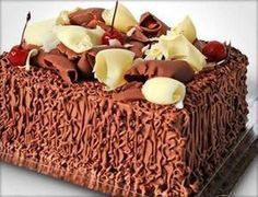 BOLO SENSAÇÃO MORANGO COM CHOCOLATE Chocolate Recipes, Chocolate Cake, Sweet Recipes, Cake Recipes, Love Cake, Creative Food, Yummy Cakes, A Table, Delicious Desserts