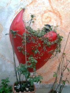 Floreira em concreto que modelei à mão 1,00m x 1,60m  e pintei com esmalte altobrilho -Sueli Pessoa- Plick Ateliê