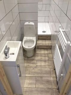 Best Small Apartment Bathroom Decoration Ideas - Home .- Beste kleine Wohnung Badezimmerdekoration Ideen – Hause Deko Ideen Bathroom arşivleri – home decorating ideas - Tiny Bathrooms, Tiny House Bathroom, Bathroom Design Small, Bathroom Layout, Bathroom Interior Design, Bathroom Ideas, Bathroom Designs, Bathroom Remodeling, Simple Bathroom
