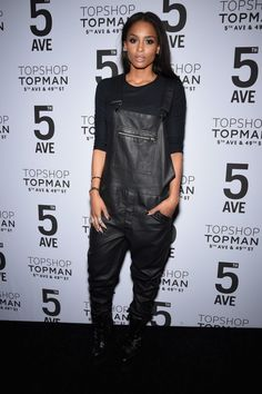 Ciara at Topshop Topman grand opening in New York. Wearing tight cropped tee and baggy oversized Topman leather overalls. Tomboy Fashion, Star Fashion, Look Fashion, Urban Fashion, Ciara Style, Leather Overalls, Leather Jumpsuit, Ciara And Russell Wilson, Tomboy Stil