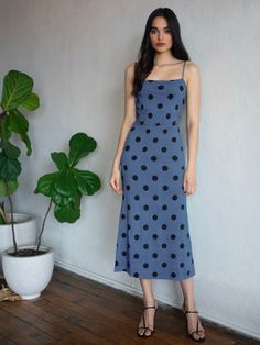 Shop the Hex Dress from Reformation, a straight neck midi dress with spaghetti straps. Order yours today. Short Women Fashion, Womens Fashion Casual Summer, Girl Fashion, Fashion Outfits, Basic Outfits, Cute Casual Outfits, Dress Outfits, Simple Dresses, Pretty Dresses