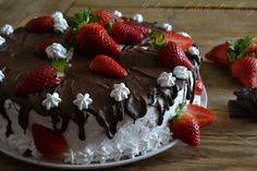 Torta al cioccolato panna e fragole