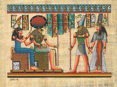 Aqui aparece el Dios Ra Junto a las Diosas Maat e Isis.Isis es de las diosas más importantes del panteón egipcio, perteneciente a la enéada heliopolitana. Su nombre egipcio es Ast. Simbolizada con el trono; guardiana y diosa de la magia; la esposa y la gran madre, protectora de la maternidad, de los niños y de la familia.Maat Diosa de la verdadrepresentada como mujer con tocado de pluma en la cabeza.   Hija del dios Ra y esposa de Thot, simboliza el orden cósmico en el momento de la…