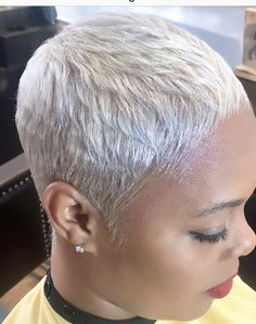 korter haar Haircomb to the front , , # silver, , Natural Hair Short Cuts, Short Grey Hair, Cute Hairstyles For Short Hair, Short Hair Cuts, Curly Hair Styles, Natural Hair Styles, Short Blonde Pixie, Stylish Hairstyles, Fringe Hairstyles