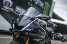 """The 2017 Yamaha YZF-R6 is more than just """"bold new plastics"""" as one A&R commenter said, with traction control, ABS, new suspension, and R1-esque bodywork being added to the supersport machine – among other changes. Still very much """"evolution"""" rather than """"revolution"""" for the Japanese manufacturer, the Yamaha R6 however …"""