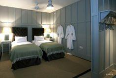 Mr & Mrs Smith - Superior house room
