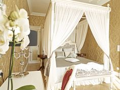 - http://www.schoenbrunn.at/en/plan-your-visit/staying-at-the-palace.html
