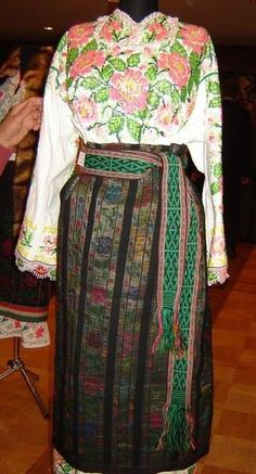 Polish Embroidery, Ethnic Fashion, Ukraine, Embroidery Designs, Two Piece Skirt Set, Costumes, Skirts, Outfits, Clothes