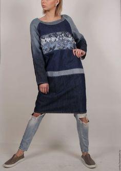 Купить или заказать Платье 'Глубина' в интернет-магазине на Ярмарке Мастеров. Неповторимое платье выполнено из разных кусочков джинсовой ткани ,на вискозной подкладке в основу легла ТЕХНИКА ЛОСКУТНОГО ШИТЬЯ БОРО .Работа авторская, ручная работа, повтор не возможен .Стегано вручную, имеет карманы. Может носится как платье и ,как туника с джинсами.