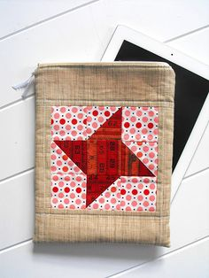 DIY ipad cover sewed from fabric scraps  http://myhoneysplace.com/easy-diy-gifts-for-everyone-on-your-christmas-list/