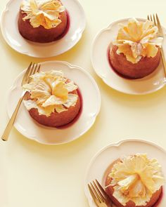 Upside-down mini cakes are all the more delectable when topped with dried pineapple flowers and set in a sour cherry sauce. Fruit Wedding Cake, Wedding Cake Flavors, Wedding Cakes, Pavlova, Pineapple Flowers, Dried Pineapple, Canned Pineapple, Mini Cakes, Cupcake Cakes