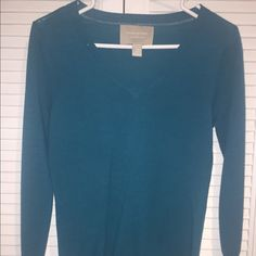Banana Republic XS V-neck Sweater in Teal Soft beautiful Dark Teal V-neck sweater from Banana Republic. Never worn no tags XS. Great for work or a dressy casual weekend. Banana Republic Sweaters V-Necks