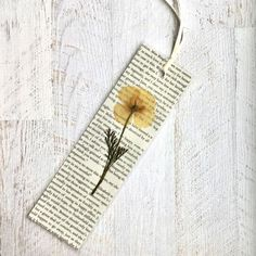 Made from pressed flowers, leaves and grasses and pages from Jane Austen's Pride and Prejudice. - Best Picture For projects ideas For Your Taste You are looking for something, and it is going to - Creative Bookmarks, Diy Bookmarks, How To Make Bookmarks, Crochet Bookmarks, Book Crafts, Diy And Crafts, Arts And Crafts, Paper Crafts, Paper Flowers Diy