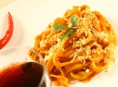 Como fazer macarrão - pode parecer fácil, mas existem seus mistérios! Esta receita vai te mostrar como não errar na hora de preparar esta delícia!  #food #cybercook #receita #recipe #comida #macarrao #pasta