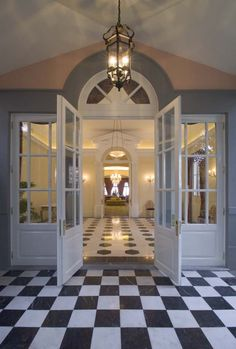 Choose the way you would like to enter your dream, feel like a princess walking into the Palace through the House of Commons Foyer.