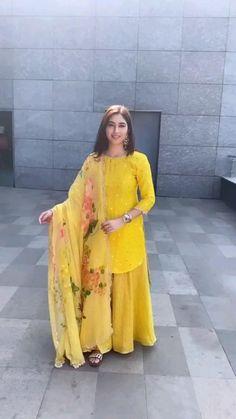 Party Wear Indian Dresses, Designer Party Wear Dresses, Indian Gowns Dresses, Indian Bridal Outfits, Dress Indian Style, Indian Fashion Dresses, Indian Designer Outfits, Shadi Dresses, Designer Wear