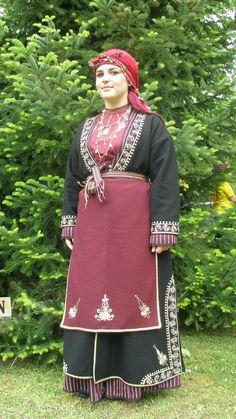 Santeos: Δίστιχα που αναφέρονται στην γυναικεία φορεσιά Greek Traditional Dress, Traditional Outfits, Folk Costume, Costumes, Greek Culture, Folk Dance, Blog, Greeks, Inspiration
