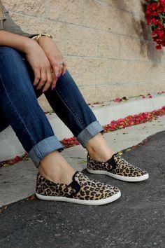 Se as peças do dia são muito básicas, dê vida ao look com sapatos estampados.