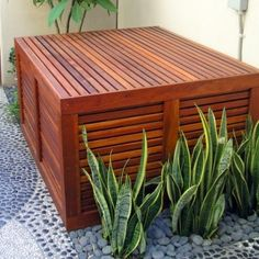 Michelle - Blog #AC #Unit #Cover Fonte : http://www.houzz.com/discussions/19439/is-this-to-cover-an-air-conditioning-uni---