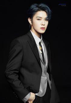 Osaka, Nct Taeil, Nct Yuta, Nct Taeyong, Kpop Guys, Photos Du, Handsome Boys, Belle Photo, Dark Hair