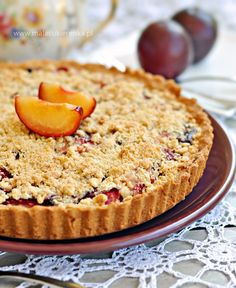 Tarta ze śliwkami i kruszonką Tart Recipes, Sweet Recipes, Dessert Recipes, Polish Desserts, Polish Food, Delicious Desserts, Yummy Food, Apple Pie Bars, Sweet Pie