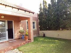 2 Bedroom Duplex in Sunninghill, Lovely duplex unit consisting of double volume entrance into dining area and open plan kitchen with