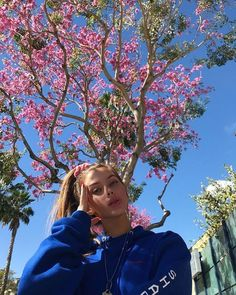 Image may contain: 1 person, tree, sky, plant, outdoor and nature Cute Poses For Pictures, Picture Poses, Photo Poses, Photography Poses Women, Portrait Photography, Photo Post Bad, Tmblr Girl, Foto Casual, Photo New