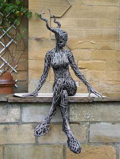 Escultura de arame. Richard Stainthorp.                                                                                                                                                                                 Más