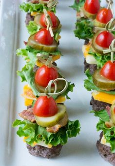 How adorably delicious does this Mini Cheeseburger Bites finger food recipe look?!