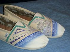 The iconic TOMS slip-ons, these Alpargatas started the One for One® movement. Boys Shoes, Me Too Shoes, Sharpie Shoes, Men And Babies, Fashion Beauty, Womens Fashion, Girls Bags, Attractive Men, Summer Of Love