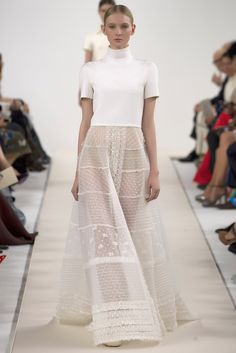 Valentino took its haute couture show on the road this week. Designers Maria Grazia Chiuri and Pier Paolo Piccioli descended on New York to present a special haute couture collection they designed . Moda Fashion, Runway Fashion, Fashion Show, Fashion Design, Fashion News, Nyc Fashion, Fashion Glamour, Bridal Fashion, Fashion Art