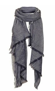 Lightweight Scarves for Spring Style Couture, Couture Fashion, Man Dressing Style, Grey Scarf, Lightweight Scarf, How To Wear Scarves, Gentleman Style, Scarf Styles, Pull
