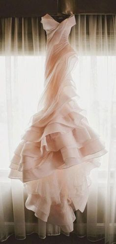 White bride dresses. Brides want to find themselves having the ideal wedding day, however for this they need the most perfect wedding dress, with the bridesmaid's dresses actually complimenting the brides dress. The following are a few tips on wedding dresses.