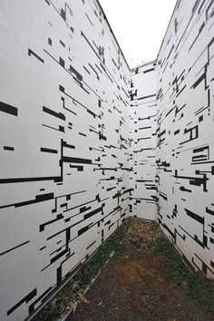 Esther Stocker – Untitled, 2008, emulsion paint on wall, 528 x 1238 x 941 cm, 42 Lightcafé & Restaurant, Via Orazio, Bozen, Photo: Martin Pardatscher.