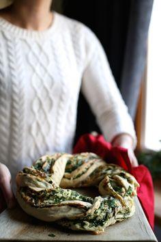 Drożdżowy wieniec z pietruszką, czosnkiem, orzechami włoskimi i gruboziarnistą solą « Make Cooking Easier
