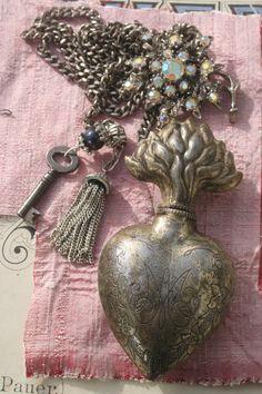 Ex Voto Ex Voto Heart Vintage Ex Voto Ex Voto Heart Red Jewelry, Royal Jewelry, Gothic Jewelry, Heart Jewelry, Jewelry Crafts, Statement Jewelry, Jewelry Ideas, Vintage Accessories, Vintage Jewelry