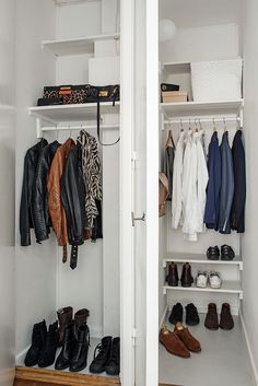 .. i två garderober ryms alla kappor och skor