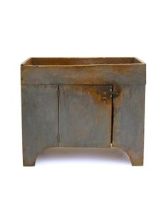 Dry Sink, original paint and wear Farmhouse Living Room Furniture, Wood Sink, Primitive Decorating, Rustic Furniture Design, Primitive Bathrooms, Primitive Cabinets, Dry Sink, Prim Decor, Primitive Furniture