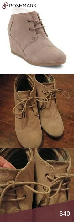 Toms Desert Wedge Taupe Size 10. Very comfortable. Some blue dye from my skinny jeans wore off on the tounge but it isn't noticeable on. See images. Other than that no issues! Barely worn. Tonal logo. Toms Shoes Heeled Boots