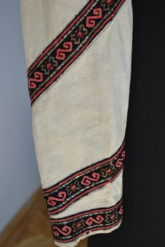 Romanian blouse - ie - detail. Folk Costume, Costumes, Needlework, Textiles, The Incredibles, Popular, Embroidery, Detail, Blouse