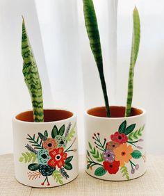Painted Plant Pots, Painted Flower Pots, House Plants Decor, Plant Decor, Pottery Painting, Ceramic Painting, Diy Art Projects Canvas, Flower Pot Art, Decorated Flower Pots