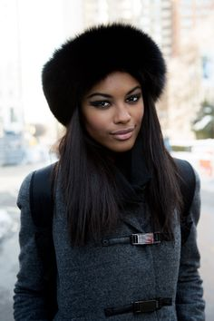 Fur hats for the super cold winter days more красивые темнокожие женщины, з Fur Fashion, Look Fashion, Winter Fashion, Fashion Styles, Sporty Fashion, Fashion 2017, Fashion Rings, Fashion Women, Fashion Ideas