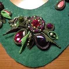 Всем привет Давненько я ничего не выкладывала А виною всему конкурсы МИЦ-2017 все никак не закончится, но терпеть и Pearl Embroidery, Hardanger Embroidery, Bead Embroidery Jewelry, Embroidery Patterns, Seed Bead Jewelry, Beaded Jewelry, Beaded Trim, Beaded Brooch, Beaded Ornaments