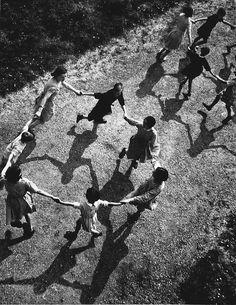last-picture-show: Francois Tuefferd, La Ronde, 1938 Night Pictures, Old Pictures, Black White Photos, Black And White Photography, Vintage Photographs, Vintage Photos, Street Photography, Art Photography, All Falls Down