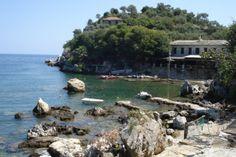 Ο βόρειος κόλπος της Νταμούχαρης με τα πράσινα νερά και την πυκνή βλάστηση Thessaloniki, Water, Travel, Outdoor, Gripe Water, Outdoors, Viajes, Trips, Outdoor Games